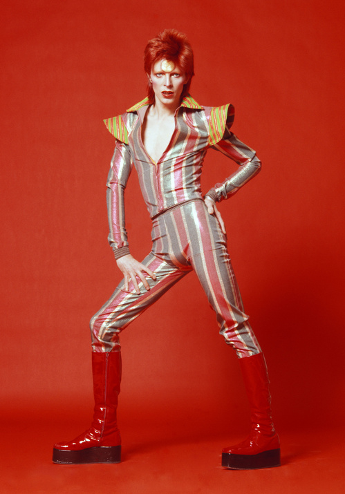 figurino_e_botas_que_estarc3a3o_na_exposic3a7c3a3o_photograph_by_masayoshi_sukita_c2a9_sukita_the_david_bowie_archive_2_jpg_5118_north_499x_white_jpg_2722_jpeg_4819.jpeg_north_499x_white