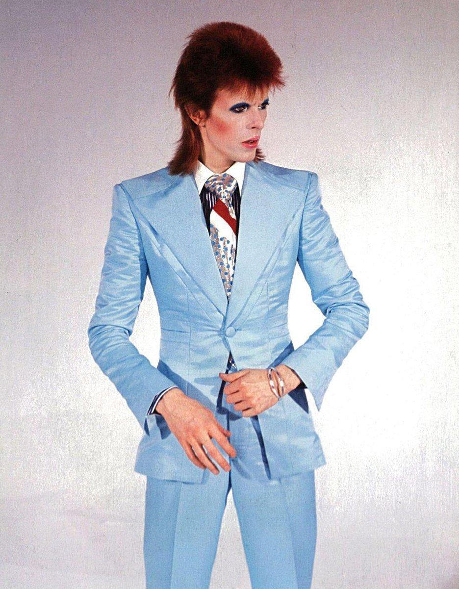 David-Bowie-ice-blue-suit-Freddie-Burretti_dezeen